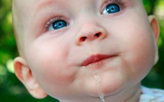 Сильное слюноотделение у ребенка 2 года. Что делать, если у грудничка очень сильно текут слюни