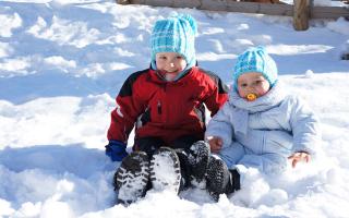 Как одевать ребенка осенью и зимой. Как правильно одевать ребенка зимой