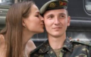 Парень уходит в армию, что делать? Парень в армии