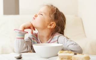 Ребенок отказывается от еды что делать комаровский. Причины отказа ребенка от еды