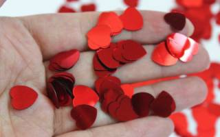 Какой можно сделать подарок на день святого. Интересные идеи: как украсить дом ко Дню Святого Валентина. Как сделать панно из веточек