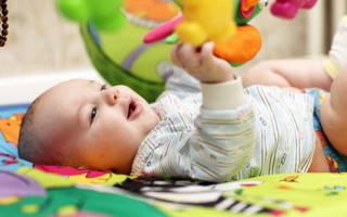 Развивающий коврик с дугами своими руками мастер-класс. Как сшить развивающий коврик малышу: советы и идеи