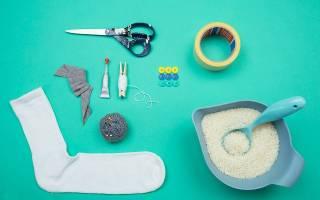 Как сделать деда мороза из носка. Как сделать из носка снеговика: пошаговая инструкция. Из втулок от туалетной бумаги