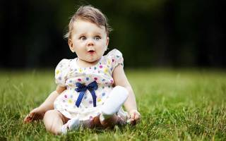 Когда присаживать девочку во сколько месяцев комаровский. Что делать, если малышка усаживается слишком рано? Стоит ли ускорять процесс