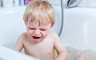 Малыш не любит купаться что делать. Малыш плачет при купании: причины и решение проблемы. Причины, по которым дети боятся купаться